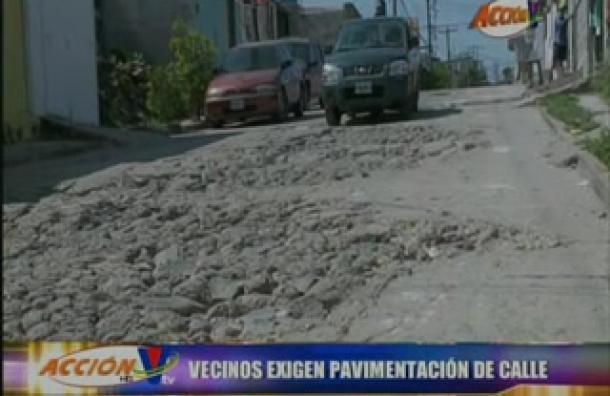 Vecinos exigen pavimentacion en Altos de Santa Rosa