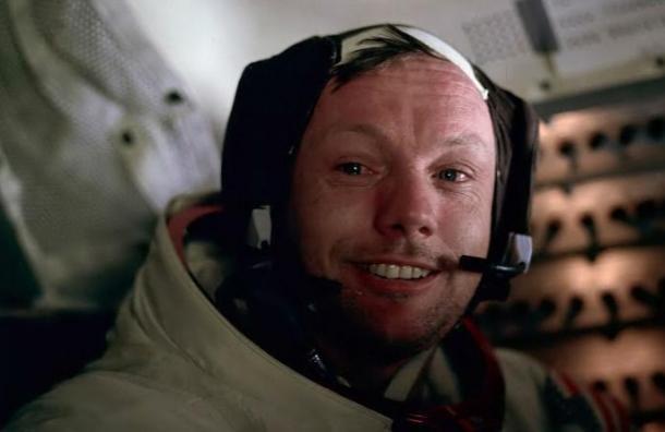 Morir de hambre o suicidarse: las dramáticas opciones de Neil Armstrong si era abandonado en la Luna