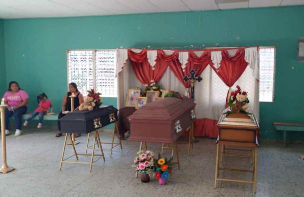 Dan el adiós a madre e hijos del incendio en Yoro