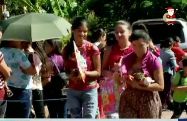 Mano Amiga festeja la navidad con cientos de niños en Valle de Ángeles