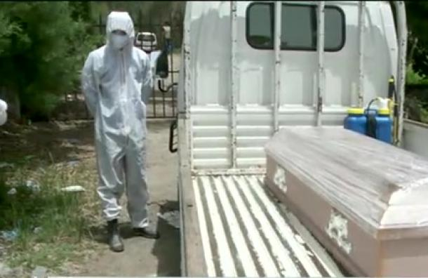 Cementerios capitalinos continúan recibiendo cadáveres por Covid-19