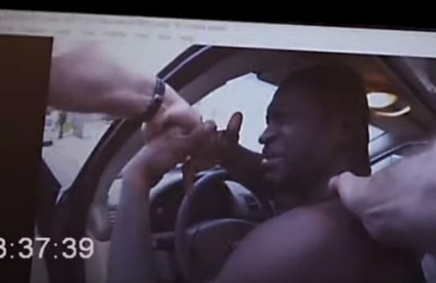 Revelan registro inédito que muestra el momento en que George Floyd fue detenido: estaba aterrado