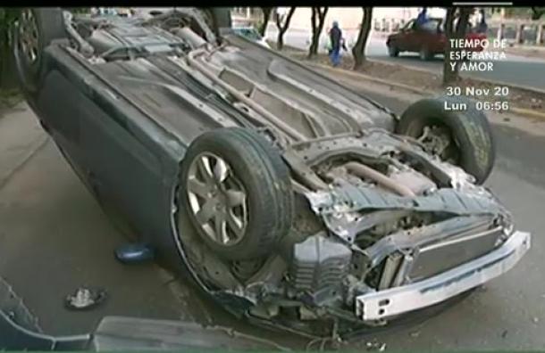 Mujer sufre aparatoso accidente de tránsito