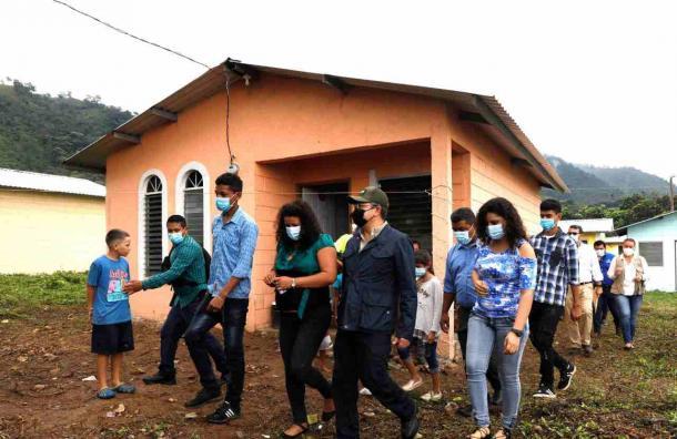 Gobierno entregó 51 viviendas en los bordos del Río Blanco
