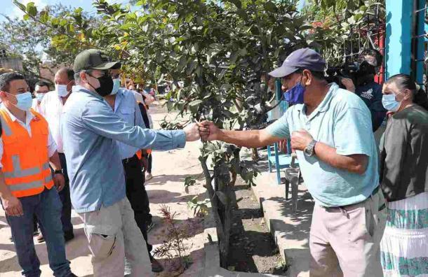 Gobierno reconoce el trabajo de rescate de cientos de hondureños en pandemia, Eta e Iota
