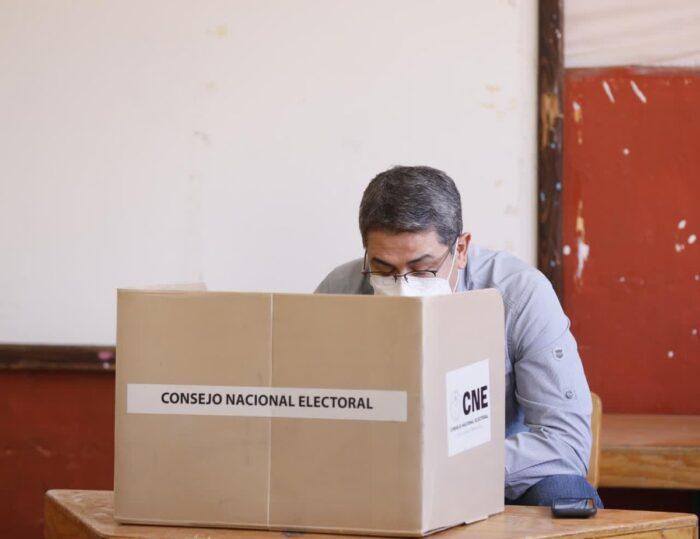 Pdte Hernández votó en las internas
