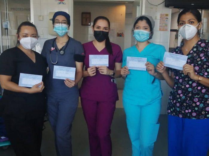 Vacunación al personal de limpieza y administrativo de salud