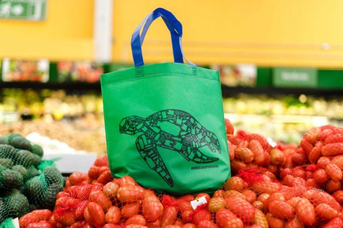 Walmart dice no a las bolsas de plástico