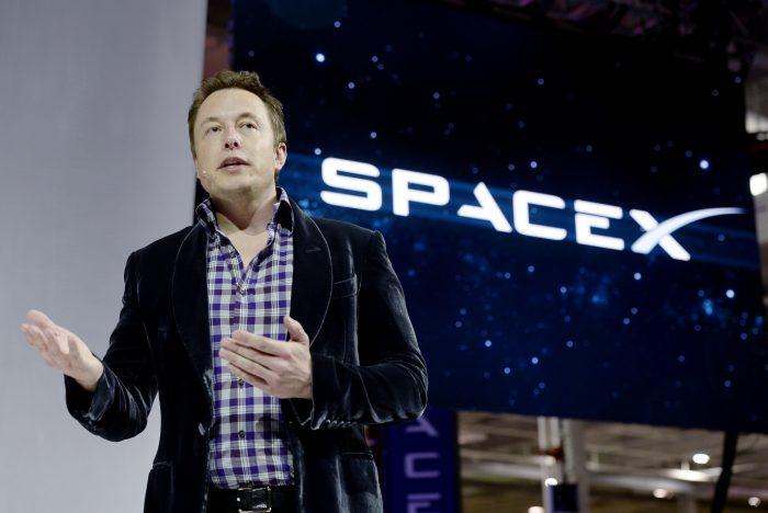 SpaceX de Elon Musk llevará humanos a la luna