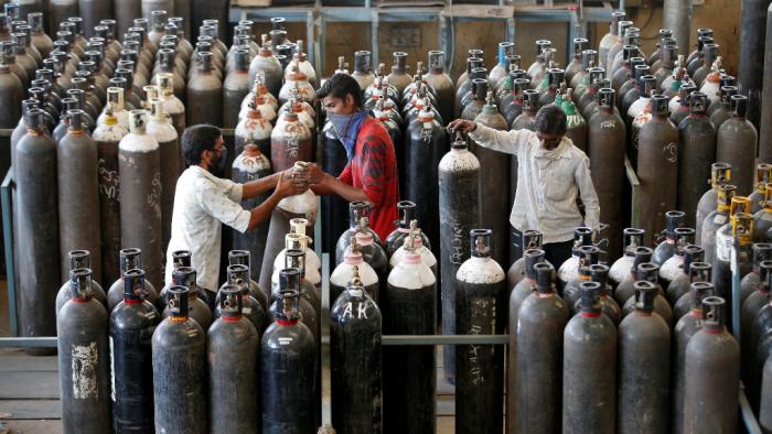 EEUU le dona 400 botellas de oxígeno y casi un millón de pruebas rápidas a India.