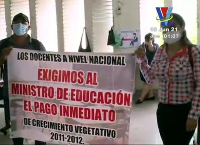 Docentes exigen el pago de salarios adeudados