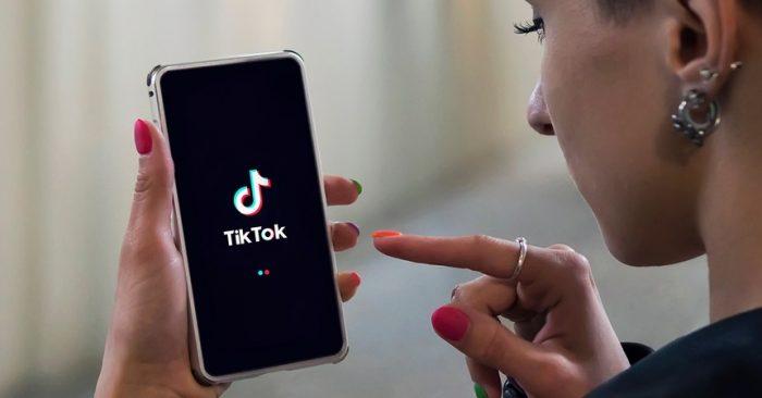 Usuarios denuncian que TikTok cambió sus rostros con un filtro para hacerlos más delgados