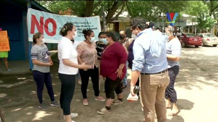 Padres de familia denuncian hostigamiento por autoridades del Instituto Miguel Paz Barahona