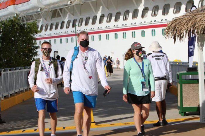 Turistas Roatán
