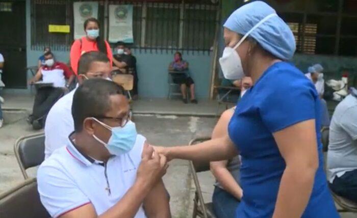 """Más de 21 mil hondureños fueron inmunizados contra el Covid-19 en el """"Vacunatón"""""""