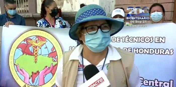 Técnicos en salud protestan para exigir el pago del bono vacunatón