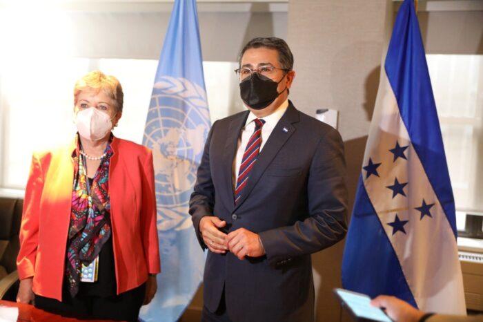 Pdte. Juan Orlando Hernández y la secretaria de la Cepal