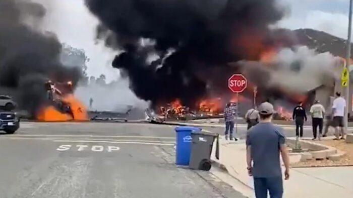 Avioneta se estrelló en barrio residencial de California, dejó al menos dos muertos y 10 heridos