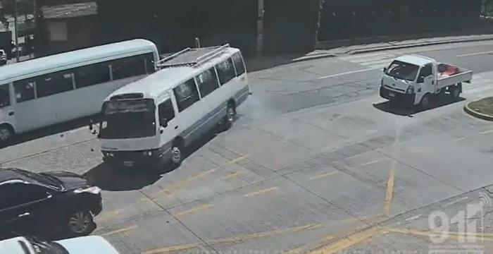 Cámaras del 911 captan accidente en el bulevar Suyapa (VIDEO)