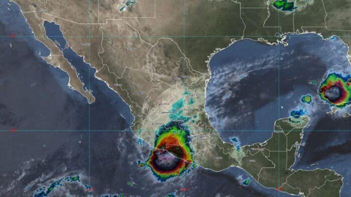 El huracán Rick toca tierra en el estado mexicano de Guerrero