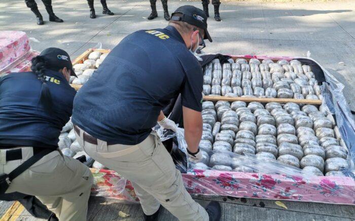 Incautan 254 paquetes de marihuana en el norte del país, esta vez oculta en camas