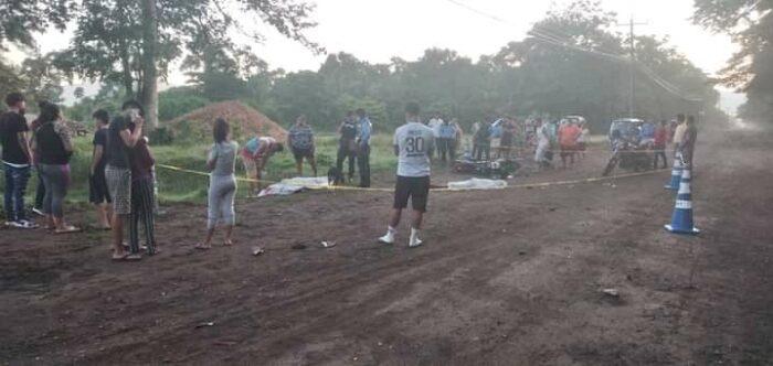 Cortés En las últimas horas dos motociclistas murieron después de chocar contra un caballo en el sector de Río Lindo, en el departamento de Cortés. A las víctimas se les identificó como Alan Mauricio Aguilar y José Manuel Rodríguez. De igual manera, se conoció que una pareja resultó herida y fueron trasladados hacia un centro asistencial en la ciudad de San Pedro Sula. Preliminarmente se reportó que los jóvenes conducían en sus motocicletas en horas de la madrugada, sin embargo, no se fijaron que iba cruzando la carretera, impactaron contra el animal y fallecieron.