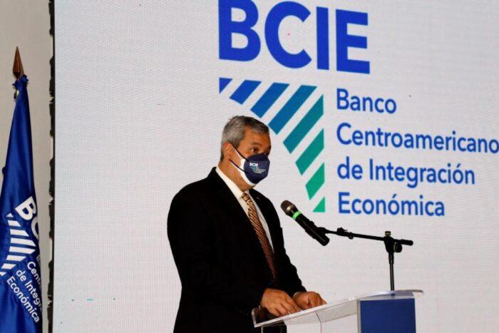 Presidente del BCIE dice es esencial mantener independencia de los medios