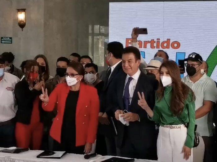 Salvador Nasralla cede su candidatura para sumarse a Xiomara Castro
