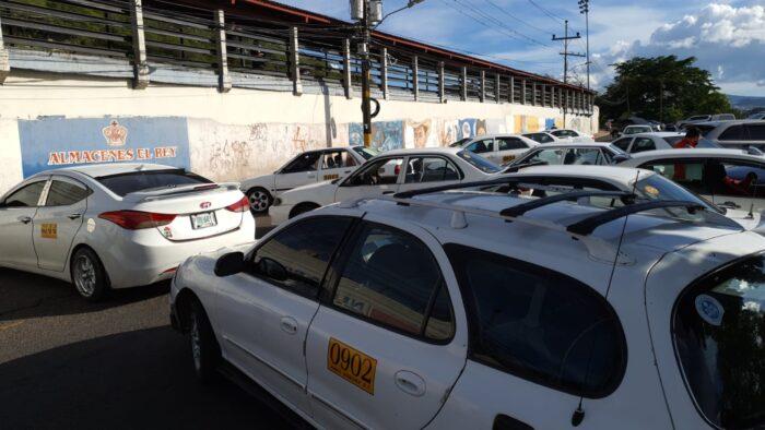Taxistas anuncian paro a nivel nacional para este lunes