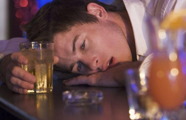 Esta es la verdadera razón de por qué nos ponemos sentimentales cuando bebemos