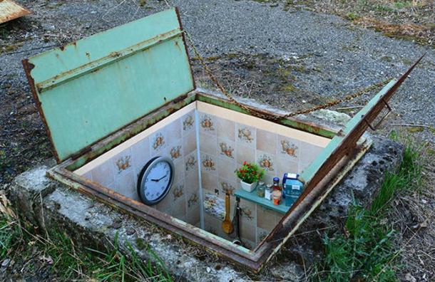 Este artista crea increíbles habitaciones secretas dentro de pozos abandonados